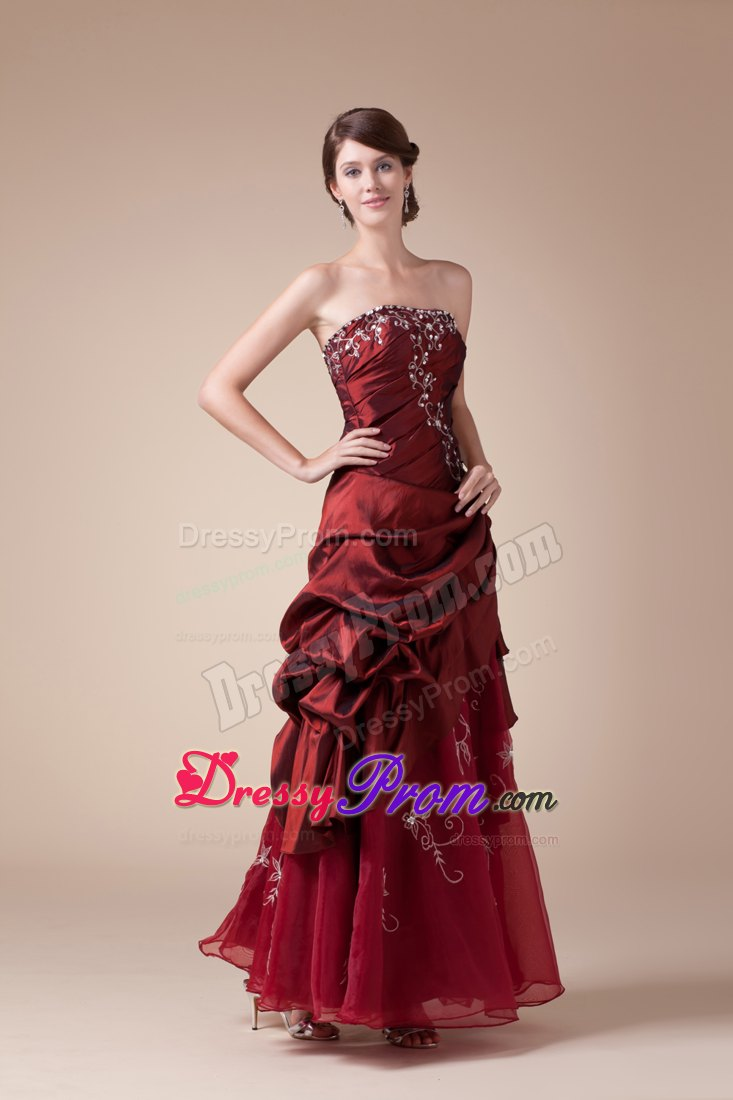 Embroidery and Ruches Accent Long Prom Gown Dresses in Wine Red