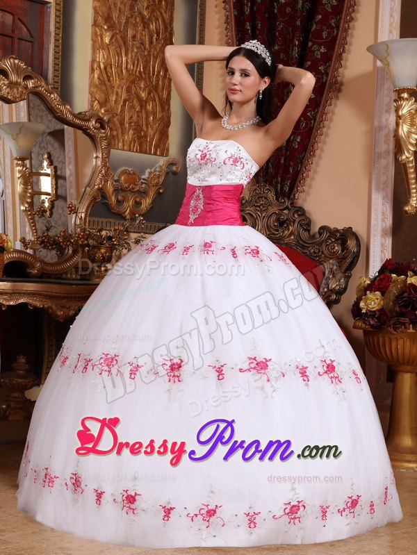 Appliques White and Pink Quinceanera Dresses