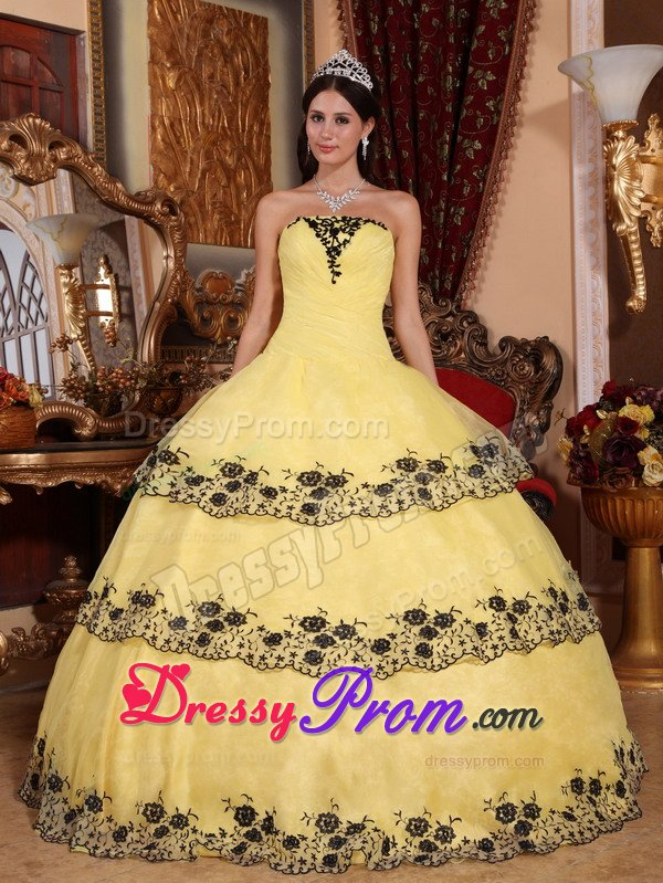 Strapless Sweet 15 Dresses with Black Lace Appliques