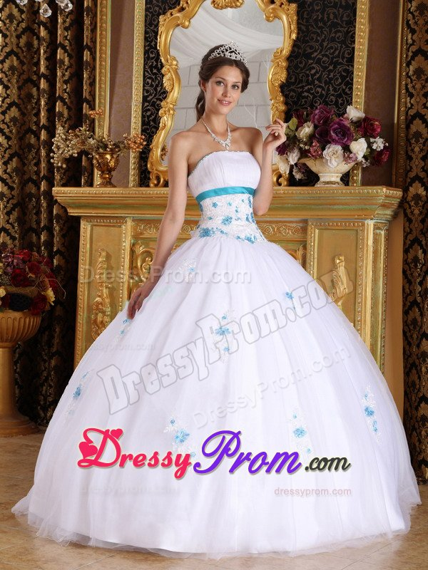 Traditional Quinceanera Dresses | Classic and Sophisticated Ball Gowns