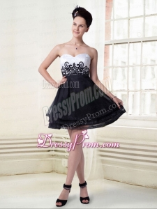 Short Sweetheart Organza A Line Appliques Prom Dress in Black and White