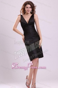 Black Column V-neck Knee-length Ruching Taffeta Prom Dress