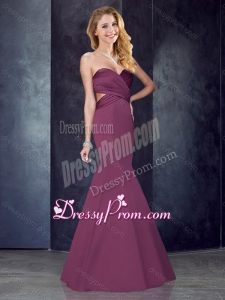 2016 Mermaid Sweetheart Backless Satin Dama Dress in Burgundy