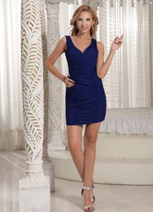 Mini-length V-neck Prom Homecoming Dresses with Ruches in Navy Blue