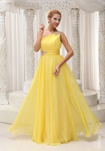 Fashionable Beaded One Shoulder Prom Gowns Ruching with Side Zipper