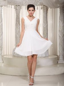 Simple V-neck Mini-length Prom Gowns Ruches in Chiffon for Salvador