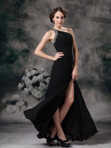 Romantic Beaded Asymmetrical Shoulder Black Prom Dress with Slit
