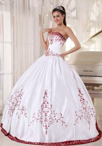 Curitiba White Strapless Sweet 16 Dresses Embroidery Lace up Back