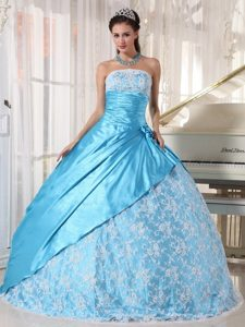 Fabulous Strapless Ruches Dresses for a Quince with Lace Decorated