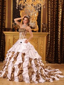 Popular Ruffled Leopard Printed Quinceanera Gown Strapless in Manaus