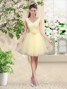 Light Yellow Tulle Lace Up V-neck Sleeveless Knee Length Quinceanera Court Dresses Lace and Belt