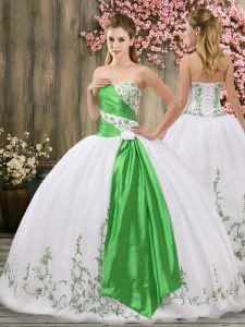 Romantic Ball Gowns Vestidos de Quinceanera White Sweetheart Organza Sleeveless Floor Length Lace Up