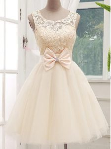 Edgy Tulle Sleeveless Knee Length Dama Dress for Quinceanera and Lace and Bowknot
