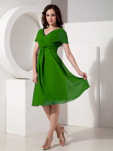 Fantastic Green Short Sleeves Ruching Knee Length Prom Party Dress