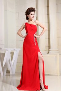 Red One Shoulder Slit and Beading Decorate Floor-length Prom Dress