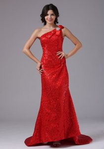 Red One Shoulder and Paillette Over Skirt Prom Dress Brush Train