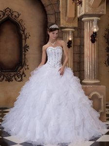 Beading Sweetheart Ball Gown Organza Quinceanera Dress in White