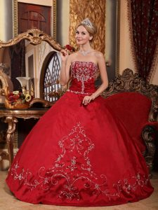 Embroidery Wine Red Strapless Floor-length Satin Dresses For 15