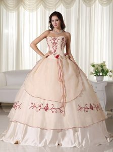 Sweetheart Floor-length Embroidery Quinceanera Dress in Champagne