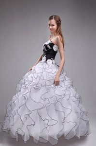 White Sweetheart Organza Quinceanera Dress with Appliques and Ruffles