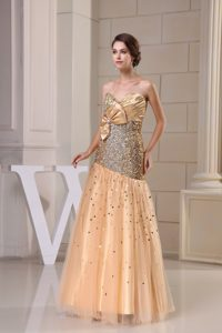 Elegant Sweetheart Gold Prom Dress with Beading And Bowknot