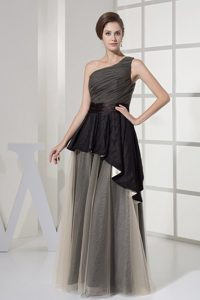 One Shoulder and Ruched Bodice for Prom Dress with Floor-length