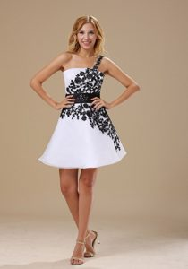 White Organza One Shoulder Prom Nightclub Dress with Appliques