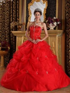 Red Ball Gown Strapless Pick-ups and Appliques Dresses For 15