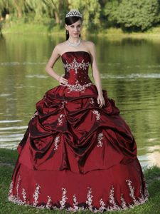 Satin Embroidery Strapless Burgundy Sweet 16 Quinceanera Dresses