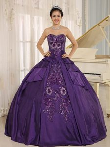 Eggplant Purple Embroidery Taffeta Dresses For Quinceaneraes