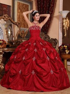 Ruched Appliques Wine Red Taffeta Quinceanera Dress with Pick-ups