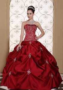 Embroidery Strapless Pick-ups Wine Red Taffeta Quinceaneras Dresses