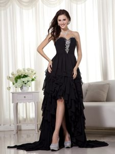 High-low Black Chiffon Sweetheart Beads Prom Gown with Ruffle