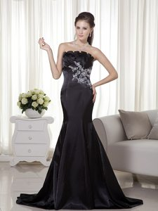 Satin Mermaid Brush Strapless Appliques Prom Gown in Black