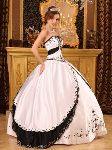 Embroidery Strapless White Satin Floor-length Dresses For a Quinceanera