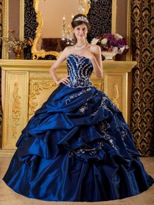 Affordable Pick Ups Appliqued Navy Blue Quinceanera Dress