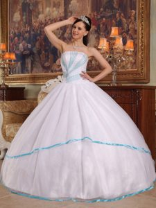 Cheap White Ball Gown Quinceanera Dresses with Blue Beading