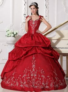 Straps Embroidery Beaded Quinceanera Party Dress with Pick Ups