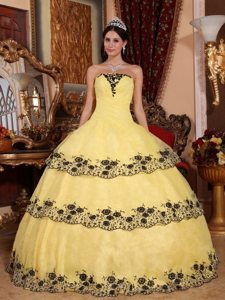 Yellow Strapless Sweet 15 Dresses with Black Lace Appliques