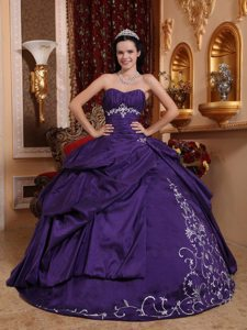 Dark Purple Sweetheart Sweet 15 Quinceanera Dress with Appliques