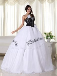 the Brand New Black and White Quinceanera Gowns with Embroidery