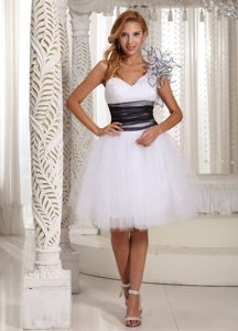 White Tulle Prom Homecoming Dresses Sweetheart with Ruffles and Sash