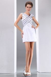 Elegant White Column V-neck Prom Bridesmaid Dress of Mini Length