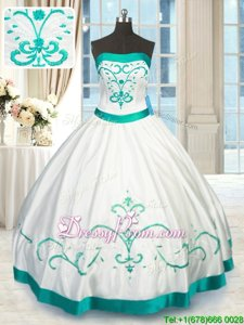 Extravagant White Strapless Neckline Beading and Embroidery Vestidos de Quinceanera Sleeveless Lace Up