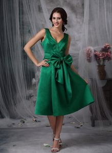Bowknot and Ruches Accent V-neck Quinceanera Dama Dress in Green