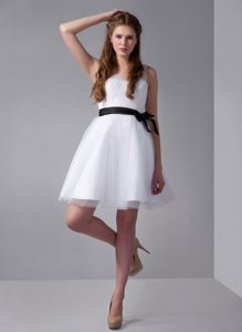 White Tulle and Taffeta V-neck Damas Dresses for Quince with Black Bow