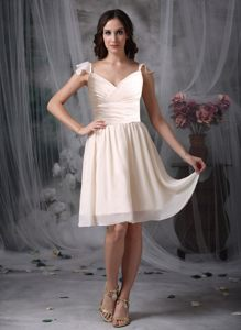 Off White Knee-length Empire Chiffon V-neck Dama Dress Ruched