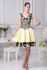 Beading A-line V-neck Prom Dress For 2013 in Yellow and Black in Toronto