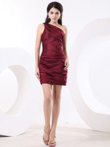 Simple Wine Red Ruche Prom Celebrity Dress with Single Shoulder