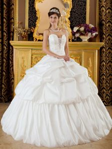 Princess White Quinceanera Gowns Beading and Ruffles Floor-length
